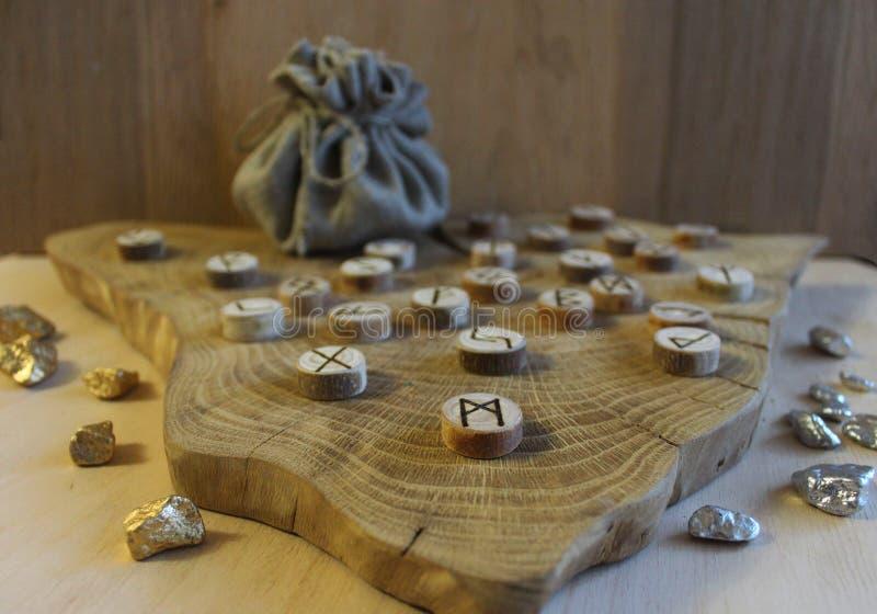 Anciano escandinava Futhark de las runas foto de archivo
