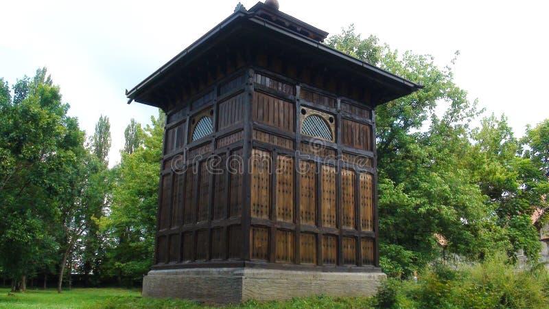 Ancien puits avec eau minérale dans le beau centre de bien-être Banja Koviljaca images libres de droits