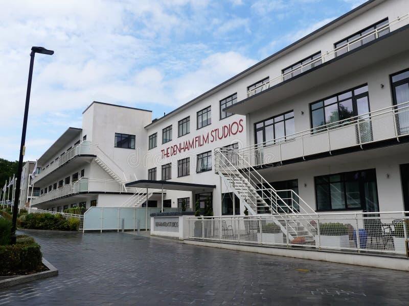 Anciens de film de laboratoire appartements de luxe maintenant aux studios cinématographiques de Denham, un bâtiment de trois éta photos stock