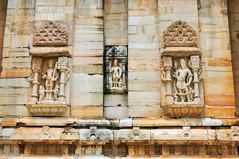 Ancient Hindu Sculpture Decoration at Ancient Hindu Temple i Chittorgarh Fort of Rajastan, Indien royaltyfri bild