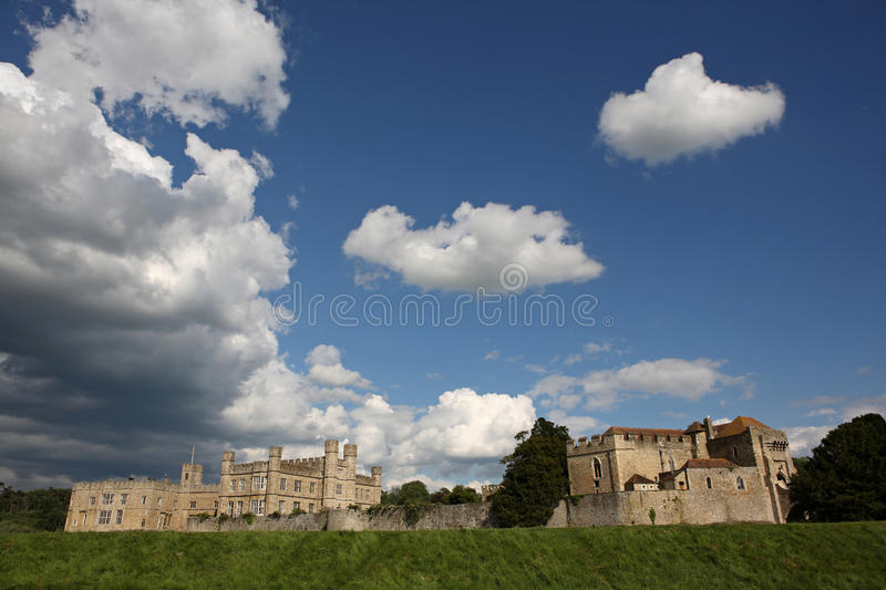 Download Ancient And Historical Leeds Castle In Kent Stock Image - Image: 16053177