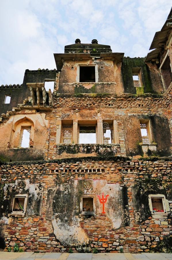 Ancient Ruins of Kumbha Palace i Chittorgarh Fort i Rajastan-regionen, Indien, sommaren arkivbild