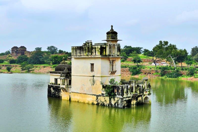 Ancient Ruins of Padmini Palace vid Chittorgarh Fort i Rajastan-regionen, Indien, sommaren fotografering för bildbyråer