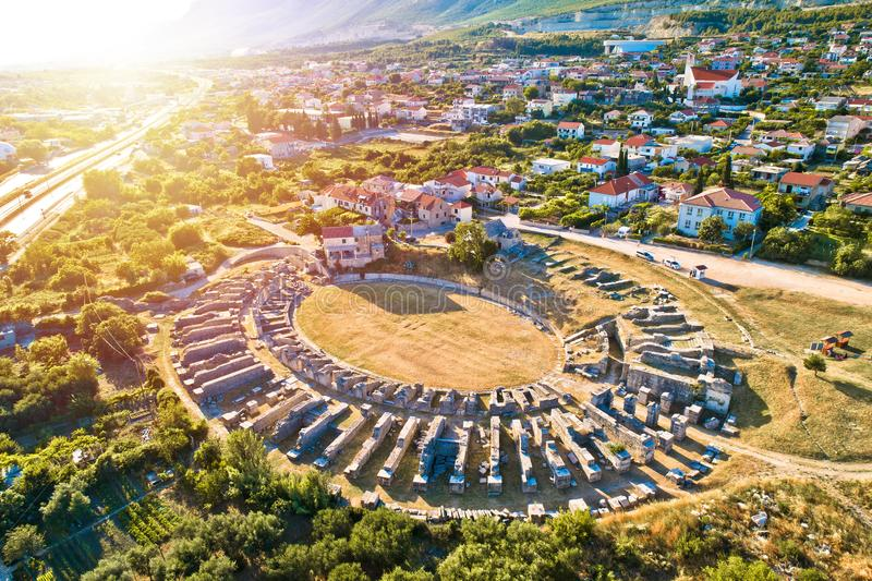 Ancient Salona of Solin amphitheater aerial sunset view stock foto's