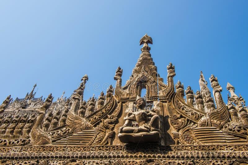 Ancient Shwenandaw Kyaung-klostret i Mandalay i Myanmar royaltyfri bild