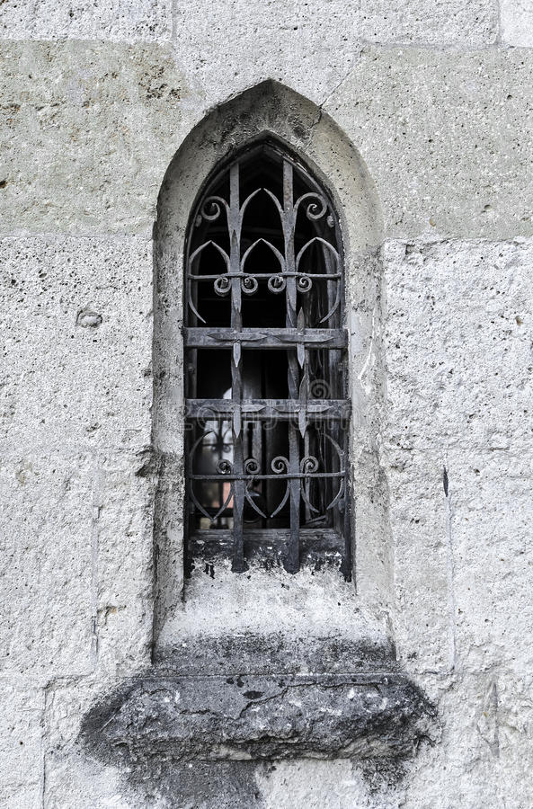 Free Ancient Window In The Castle. Royalty Free Stock Photos - 98987868