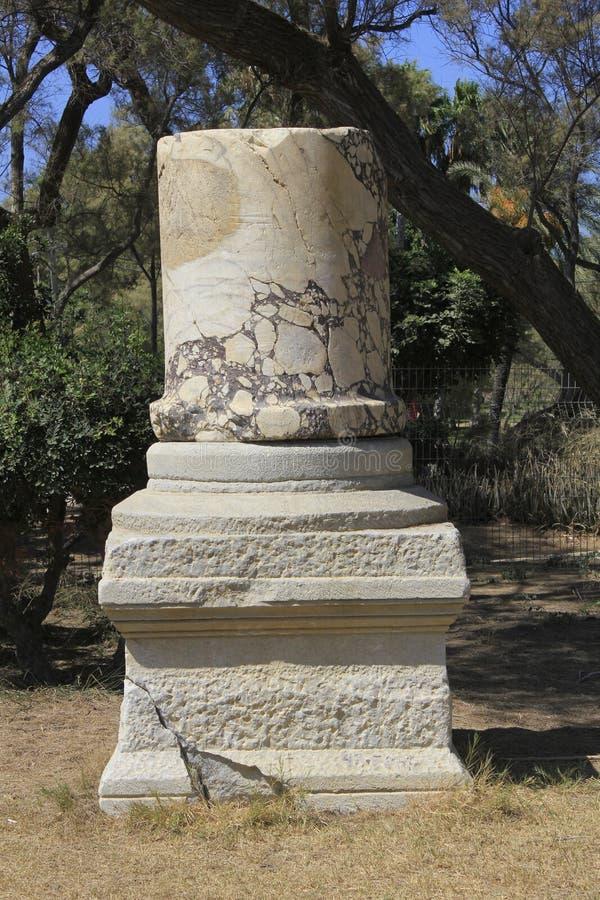 Ancietn-collumn an der alten Stadt von biblischem Ashkelon in Israel lizenzfreies stockfoto