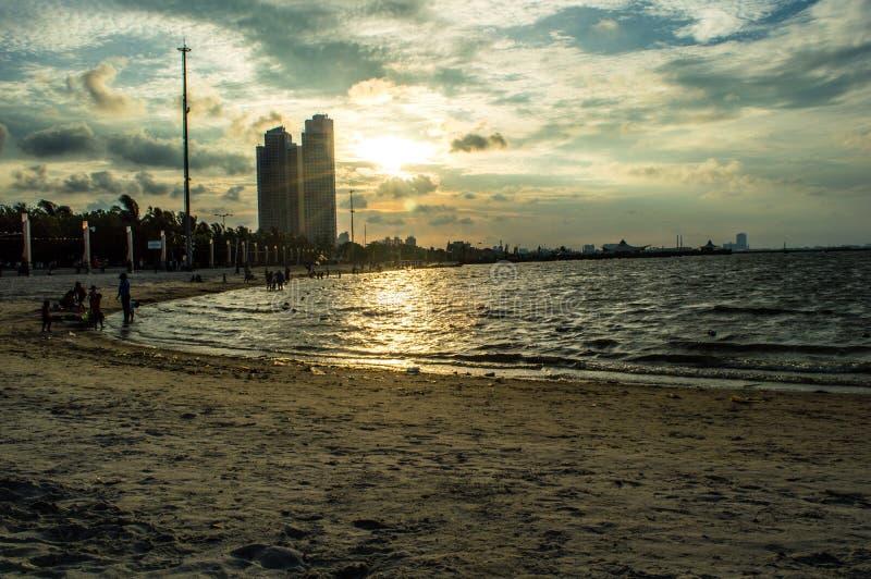 Ancol strand som lokaliseras p? kanten av Jakarta royaltyfria bilder