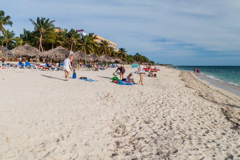 ANCON DE PLAYA, CUBA - 9 FÉVRIER 2016 : Vue de plage d'Ancon de Playa près du Trinidad, Cuba Ancon d'Amigo de club d'hôtel dans l photographie stock