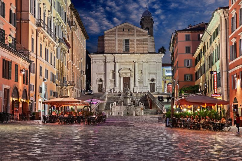 Ancona, Marche, Itália: Quadrado Plebiscito no centro da cidade fotografia de stock