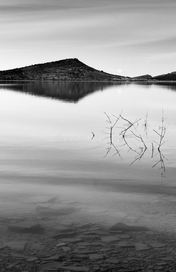 Ancora acqua su Serene Lake fotografia stock