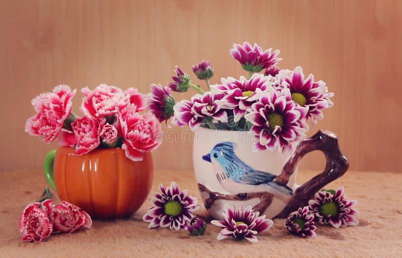 Download Ancora fiori di vita immagine stock. Immagine di ceramic - 55359091
