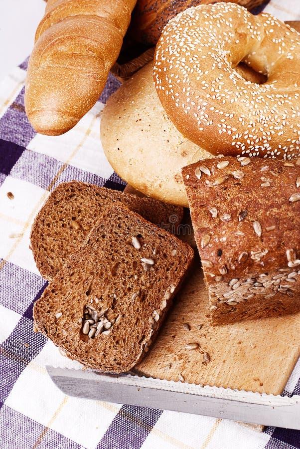Ancora vita con differenti generi di pane immagini stock libere da diritti