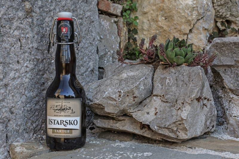 Ancora vita con la bottiglia da birra immagini stock