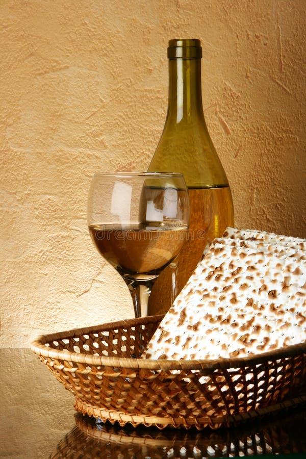 Ancora-vita con vino ed il matzoh immagini stock libere da diritti