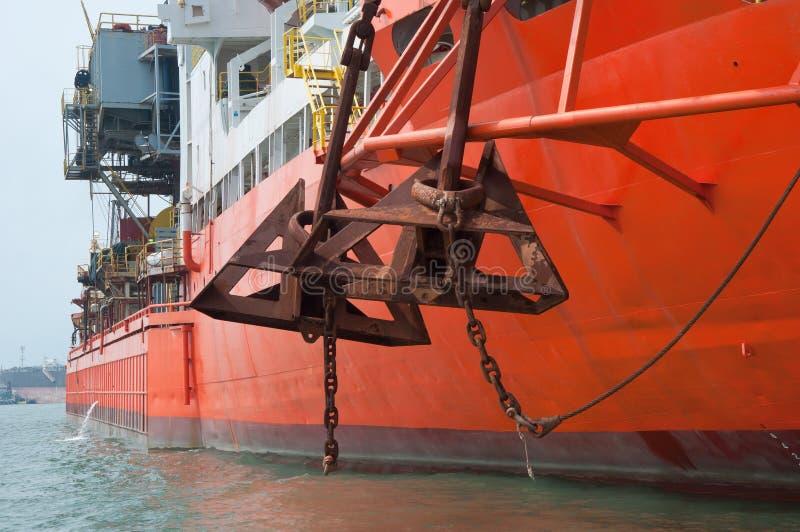 Ancoraggi sulla nave da perforazione fotografia stock