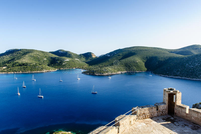 Ancoraggio degli yacht di navigazione fotografia stock