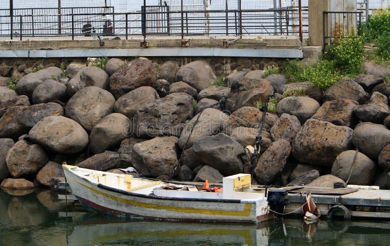 Ancore - um lugar especialmente equipado perto da costa fotografia de stock
