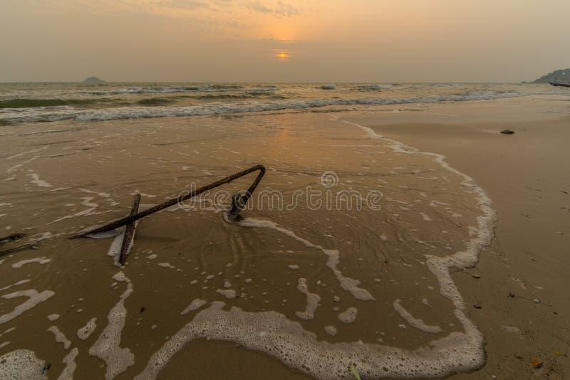 Ancre sur la plage image libre de droits