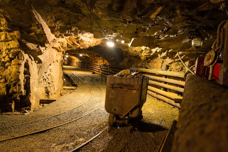Anda a mina abandonada velha imagem de stock