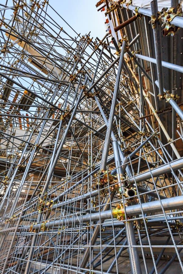 Andaime e estrutura das tubulações de aço foto de stock