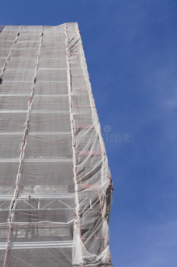 Andaime na torre de igreja imagem de stock royalty free