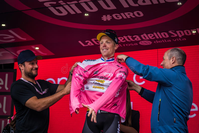 Andalo, Italië 24 Mei, 2016; Steven Kruijswijk op het podium is de leider van de Algemene Classificatie stock foto's