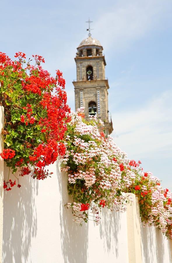 Andalousie fleurit des rues blanches photos libres de droits