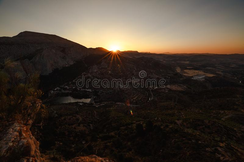 Andalusian landskap med berg royaltyfri bild