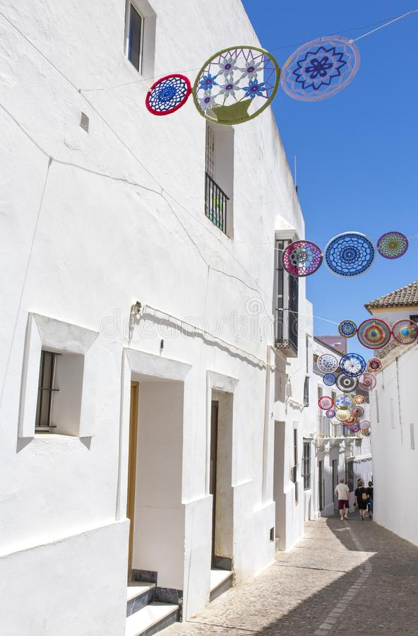 Andalusian by som dekoreras med virkninghantverk royaltyfri foto