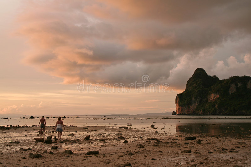 andaman заход солнца phiphi koh вечера стоковое изображение