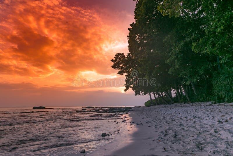 Andaman et coucher du soleil d'île de Nicobar photo libre de droits