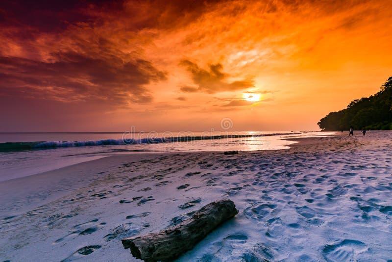 Andaman et coucher du soleil d'île de Nicobar image libre de droits