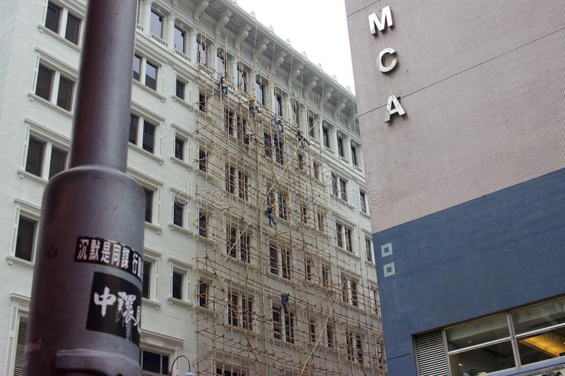 Andamio de bambú en el edificio céntrico, Tsim Sha Tsui, Hong Kong imágenes de archivo libres de regalías