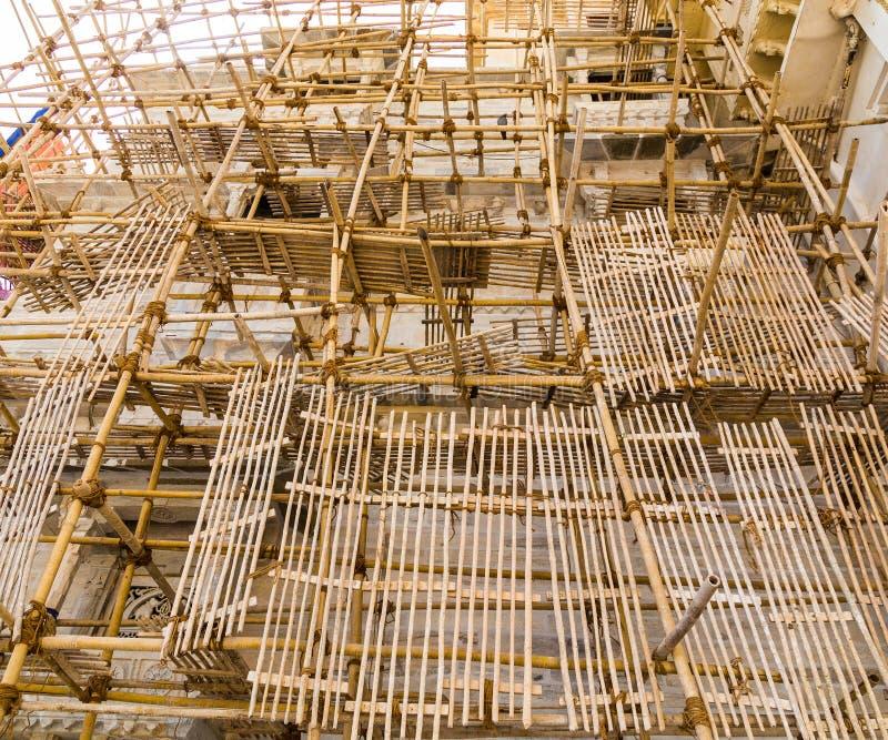 Andamio de bambú en la India foto de archivo