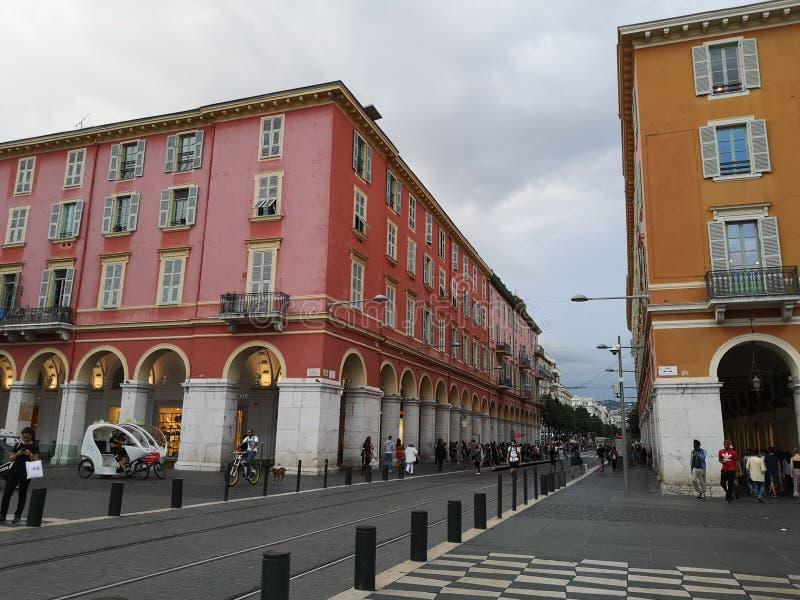 Andando as ruas velhas de agradável em França foto de stock royalty free