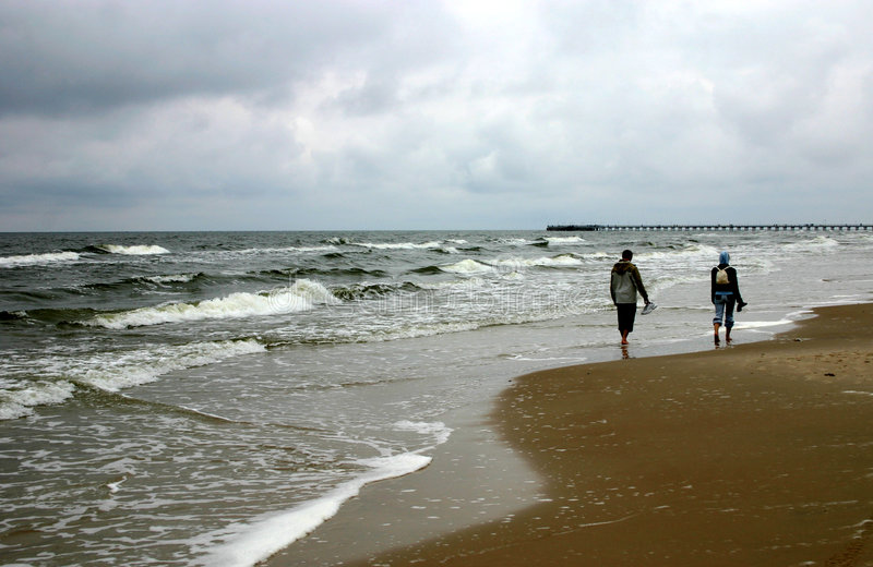 Andando pelo seacoast, II foto de stock