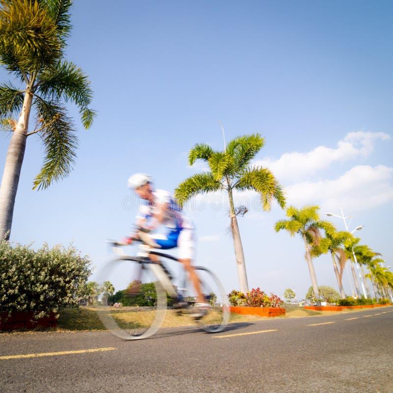 Andare in bicicletta fotografie stock