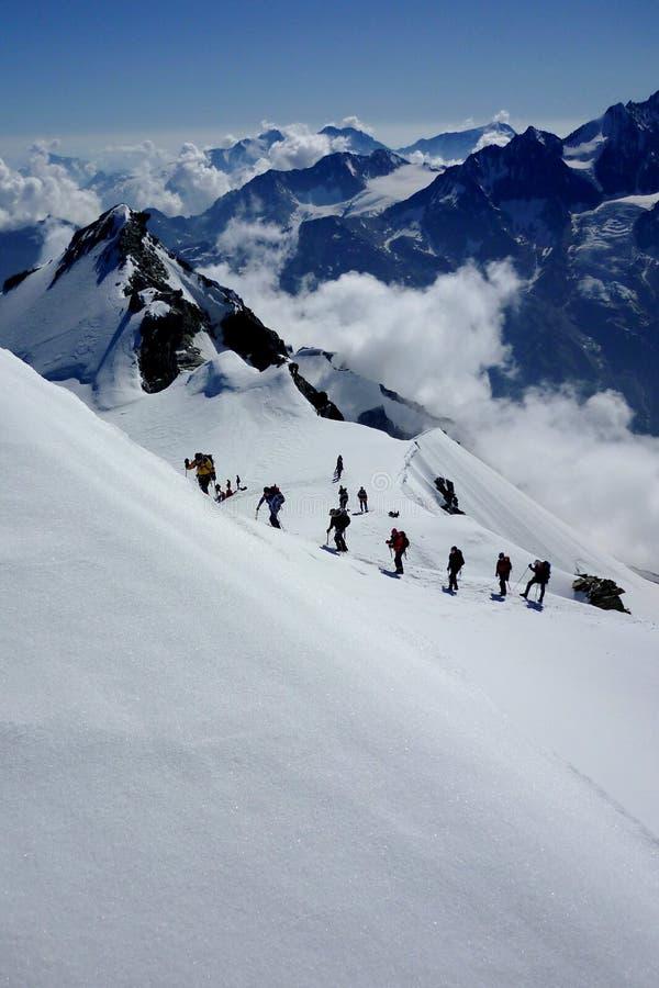 Andare in su la montagna fotografia stock libera da diritti