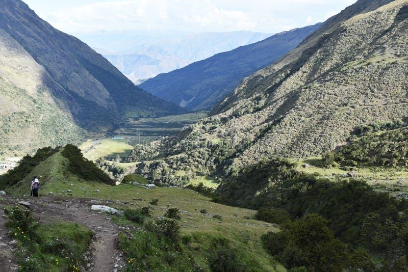 Andean berglandskap längs den Salkantay treken till Machu Picchu, Peru fotografering för bildbyråer