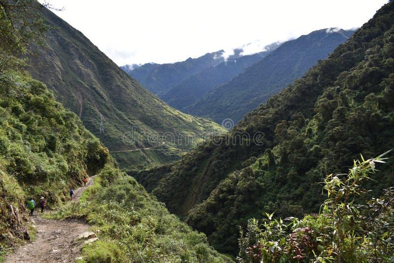 Andean berglandskap längs den Salkantay treken till Machu Picchu, Peru royaltyfri fotografi