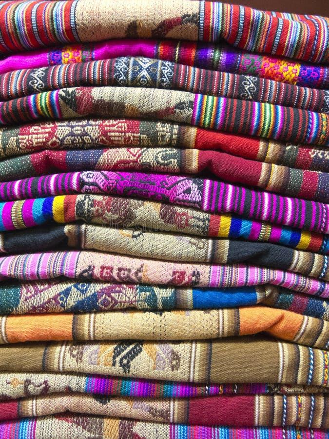Andean filtar i en marknad, La Paz, Bolivia arkivbild