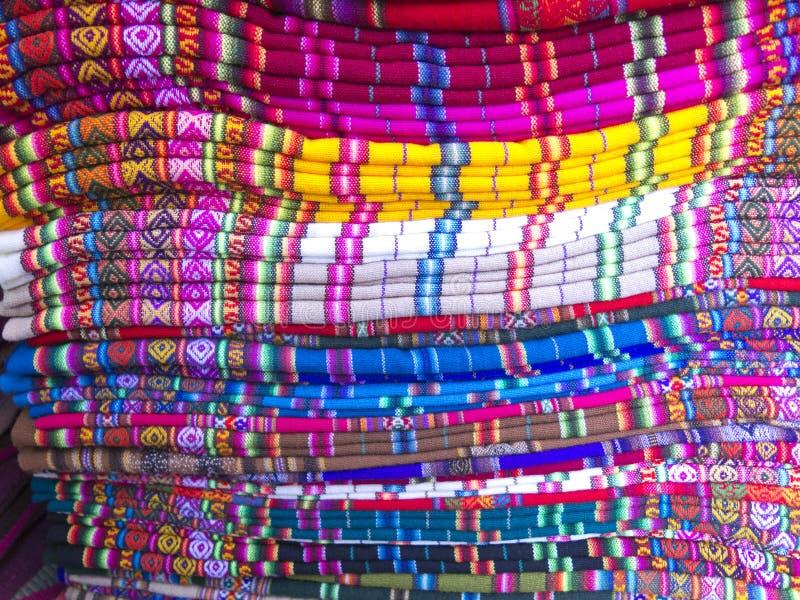 Andean filtar i en marknad, La Paz, Bolivia arkivbilder