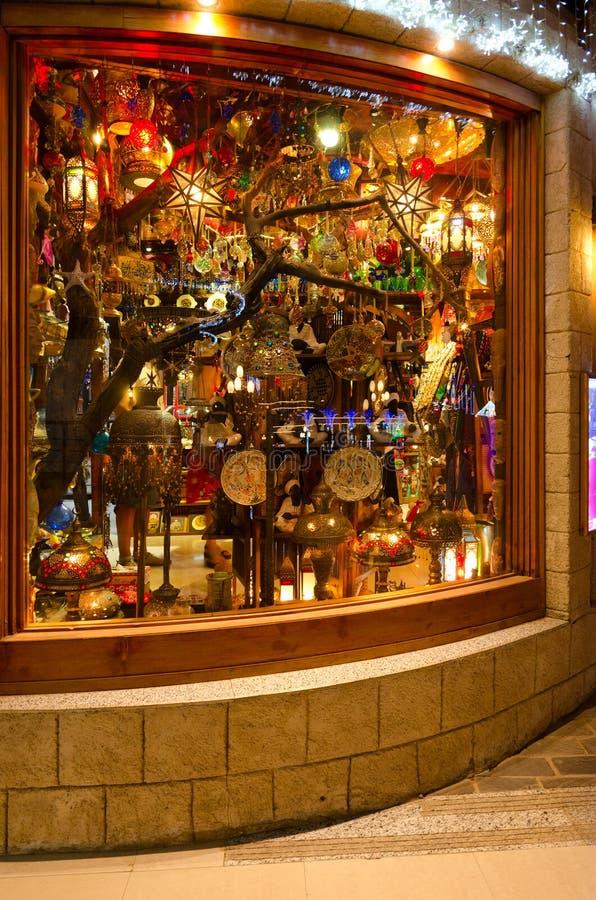 Andenken im Shopfenster von Khan El Khalili Bazaar-Speicher in Soho quadrieren Einkaufs- und Unterhaltungskomplex, Sharm el Sheik stockfotografie