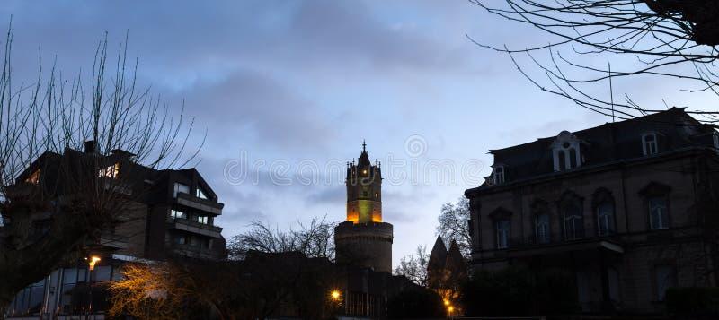 Andernach historyczny miasto w Germany wieczór sylwetkach obraz stock