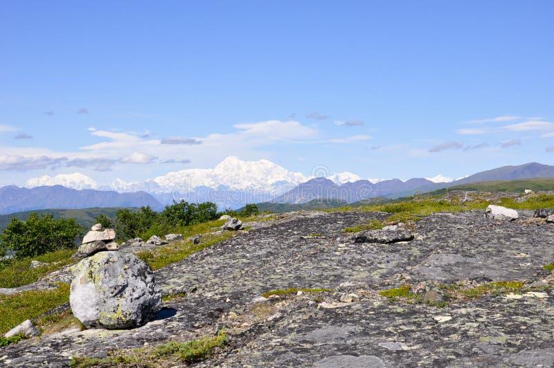 Anders genoemde die Denali, de berg vroeger als MT wordt bekend McKinleystijgingen van de afstand stock fotografie