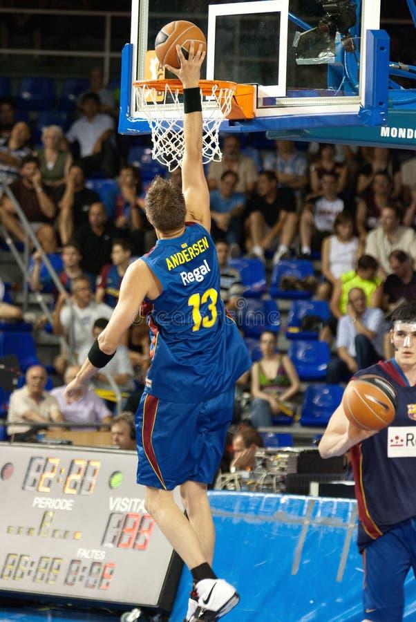 Andersen gioca la squadra di pallacanestro di TAU Vitoria dei againts fotografia stock