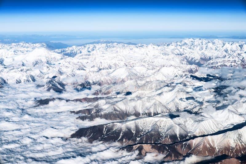 Andes Mountains Cordillera de los Andes vista dalla finestra di un aereo fotografia stock libera da diritti