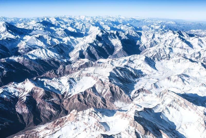 Andes Mountains Cordillera de los Andes vista dalla finestra di un aereo immagini stock libere da diritti