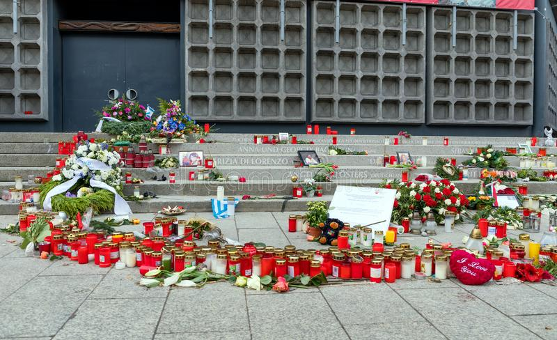 Andles, fleurs et messages de condoléance au marché de Noël à Berlin, endroit de l'attaque terroriste 2016 images libres de droits